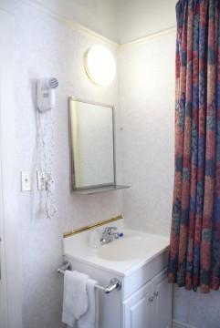 The Union Square Plaza Hotel - Private Bathroom